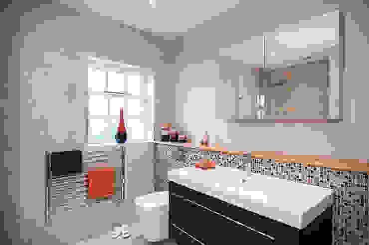 Mr & Mrs G, Woking Baños de estilo moderno de Raycross Interiors Moderno