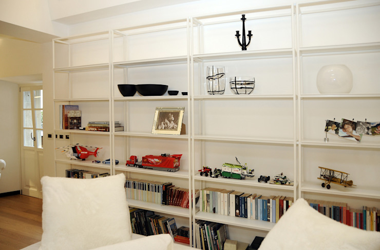 Arch. Roberto Buzzi Living roomShelves