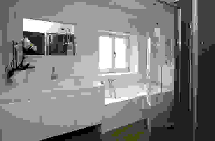 Arch. Roberto Buzzi Modern bathroom