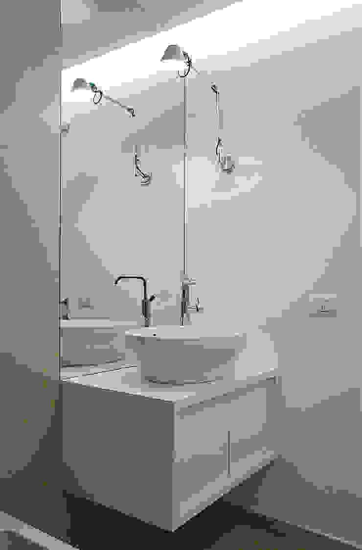 M N A - Matteo Negrin Minimalist style bathroom
