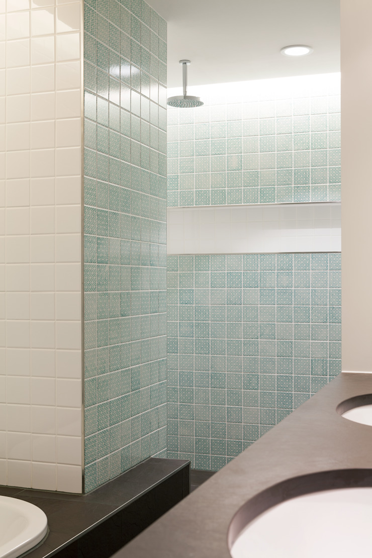 Classic style bathrooms by Löffler Weber | Architekten Classic