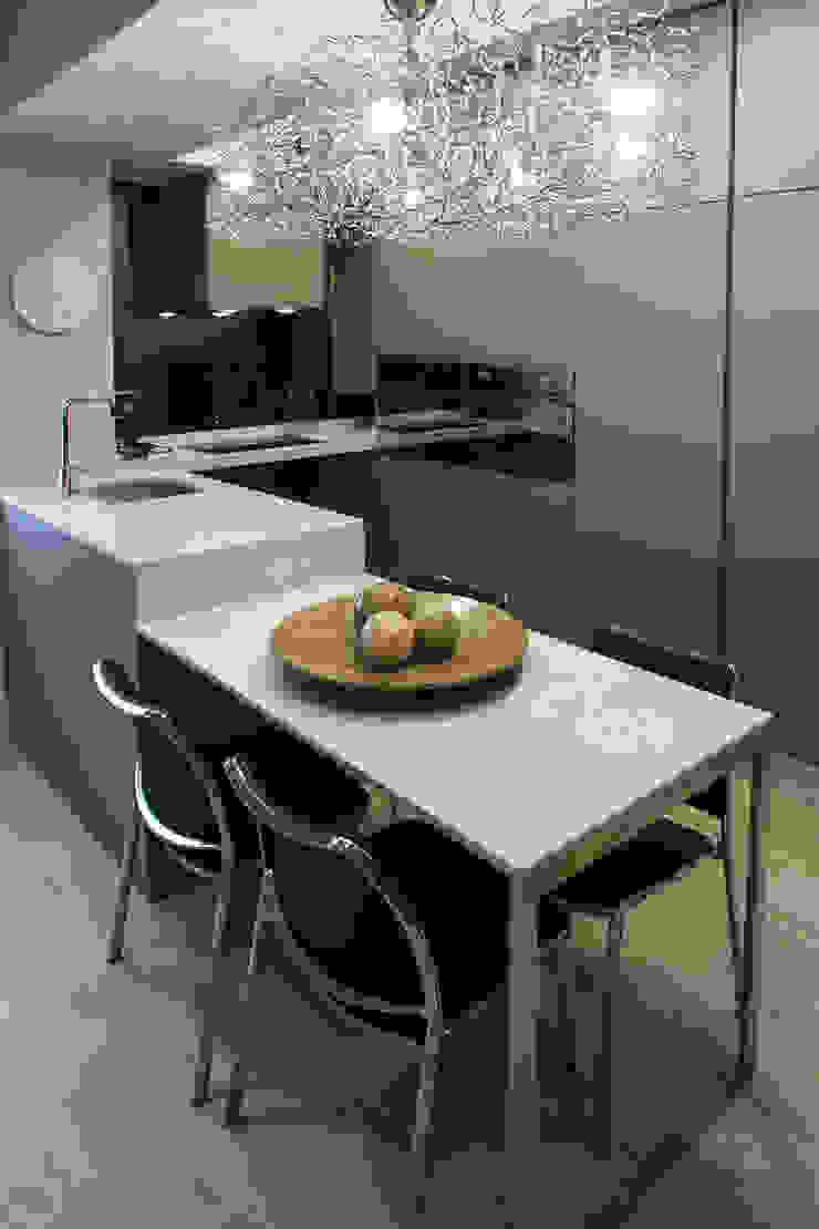 Reforma de vivienda integral. ELEGANT. COCINA Cocinas modernas: Ideas, imágenes y decoración de R-decora - Obras, Reformas y Decoración Moderno
