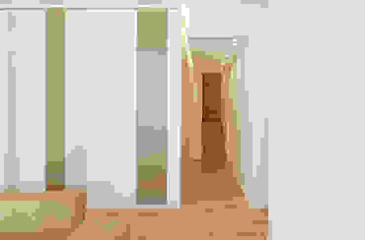 living Pareti & Pavimenti in stile moderno di Stefania Paradiso Architecture Moderno