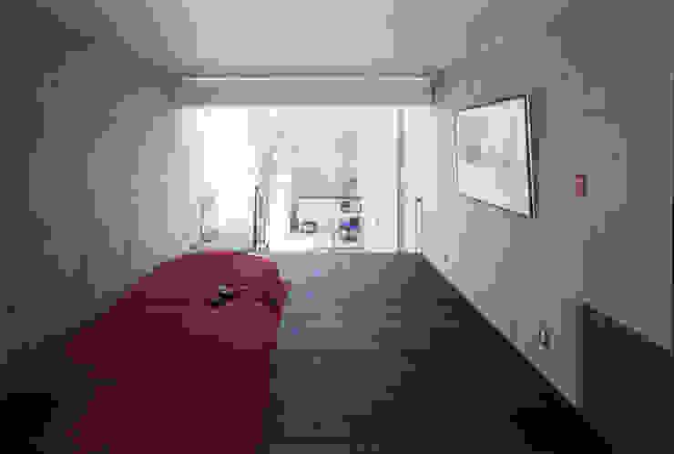 寝室 モダンスタイルの寝室 の 久保田英之建築研究所 モダン