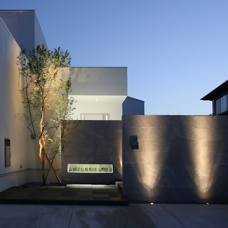 Modern Houses by 株式会社細川建築デザイン Modern