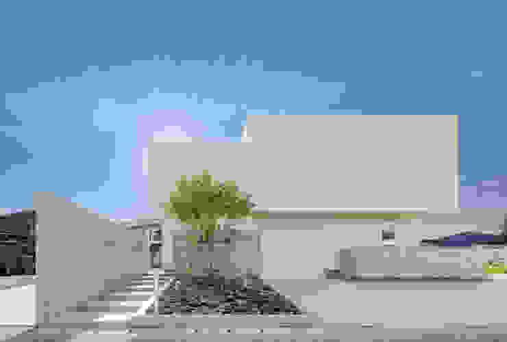 Casas de estilo  de 株式会社細川建築デザイン