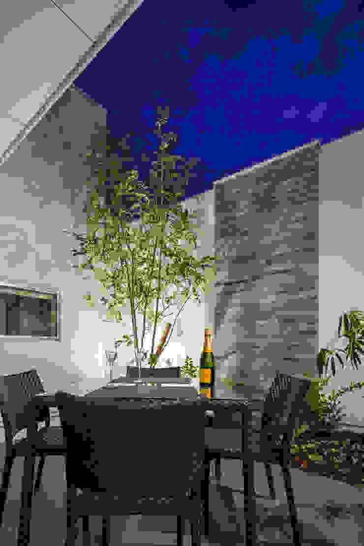 道後のコートハウス モダンな庭 の 株式会社細川建築デザイン モダン