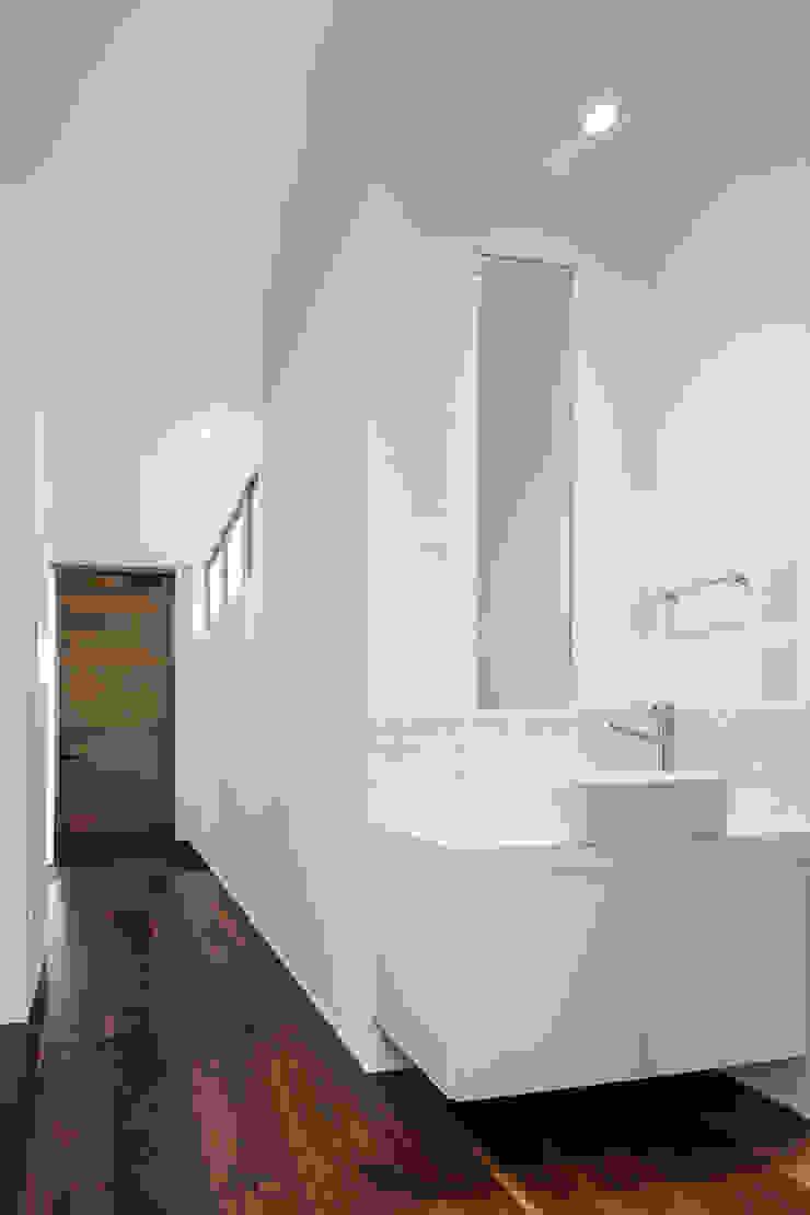 道後のコートハウス モダンスタイルの 玄関&廊下&階段 の 株式会社細川建築デザイン モダン