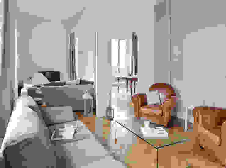 Rénovation d'un appartement haussmannien à Lyon 06 Salon moderne par Marion Lanoë Architecte d'Intérieur Moderne