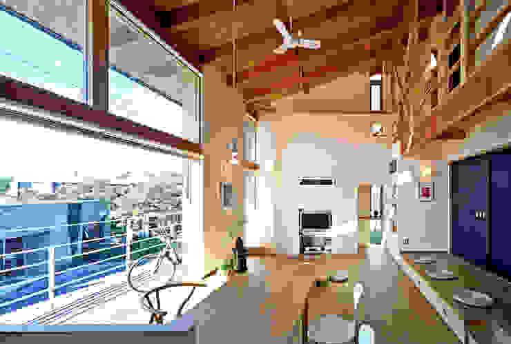 Moderne Wohnzimmer von 久保田英之建築研究所 Modern