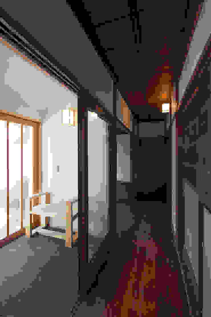 馴染み深い廊下と新たな繋がり 和風の 玄関&廊下&階段 の 結人建築設計事務所 和風