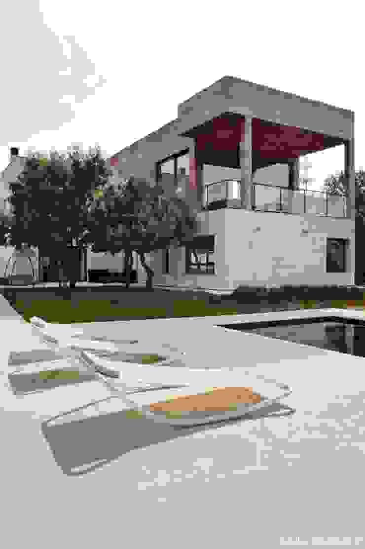 Madera y piedra, para una casa Cielo. Casas de estilo moderno de AREA FENG SHUI │Arquitectura Interiorismo y Decoración Feng Shui Moderno