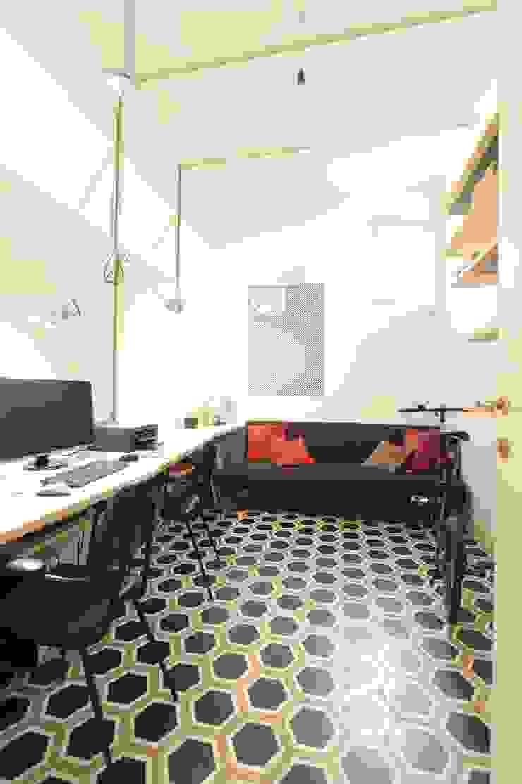 Oficinas y bibliotecas de estilo moderno de studio magna Moderno