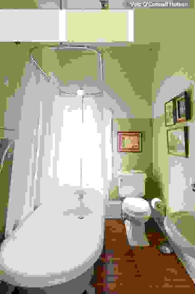 Cuarto de baño pequeño en tonos verdes Baños de estilo minimalista de La brujula Feng Shui Minimalista