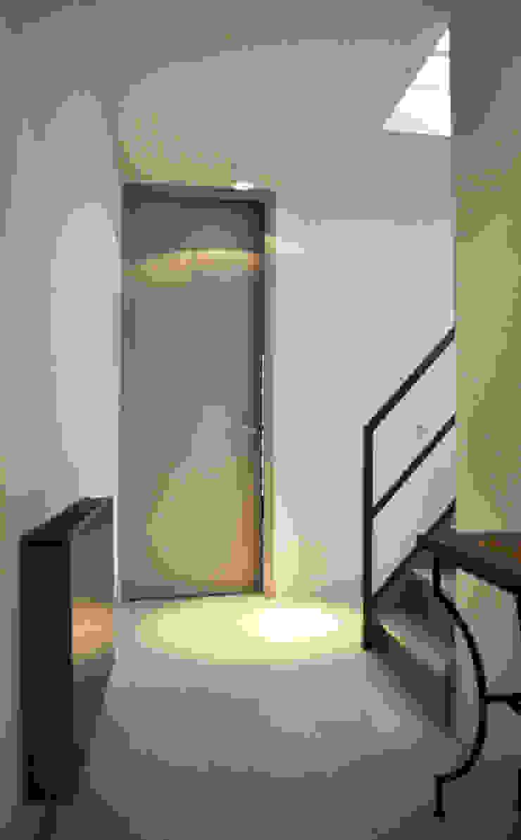 Verbouwing woning Utrecht Moderne gangen, hallen & trappenhuizen van NokNok Modern