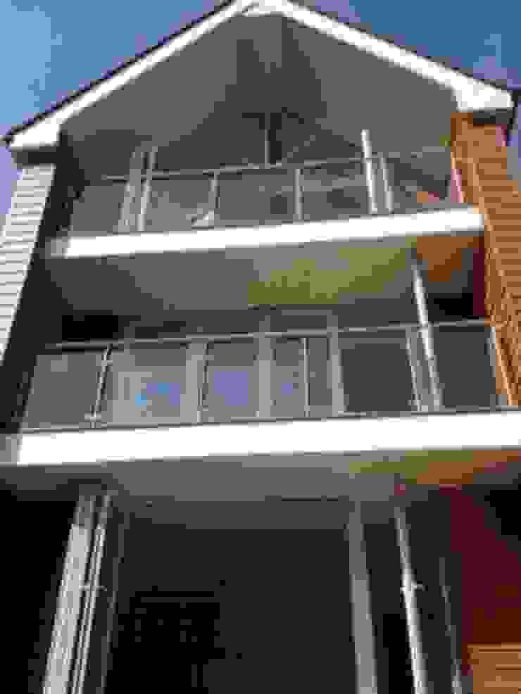 Camilia Cottage - new dwelling next door by Hampshire Design Consultancy Ltd.