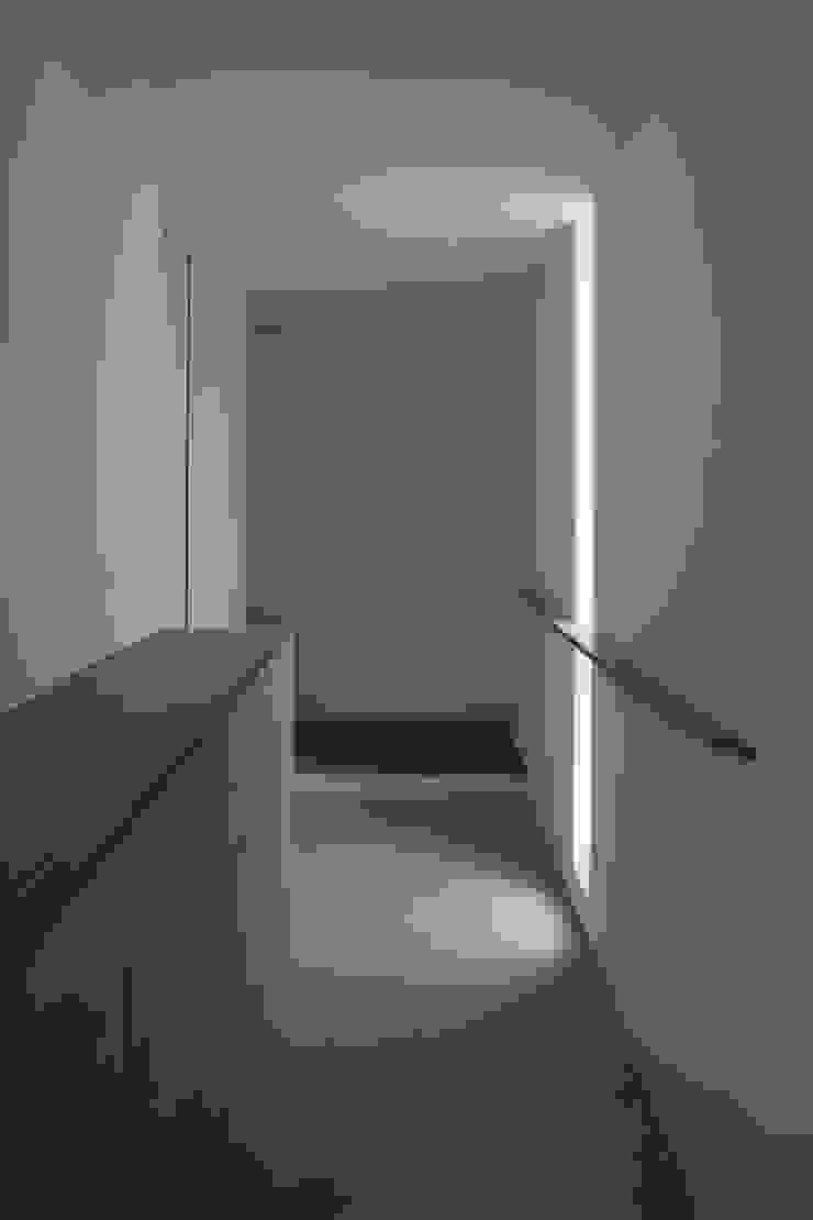 高岡の家 モダンスタイルの 玄関&廊下&階段 の 深山知子一級建築士事務所・アトリエレトノ モダン