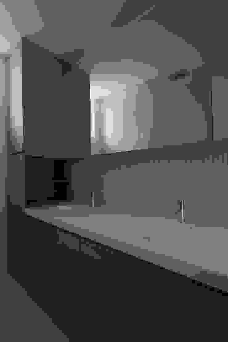 高岡の家 モダンスタイルの お風呂 の 深山知子一級建築士事務所・アトリエレトノ モダン