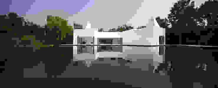 Casas modernas por NEED21 ASSOCIATES Moderno