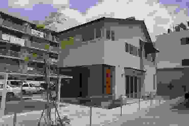 Maisons originales par 伊達剛建築設計事務所 Éclectique