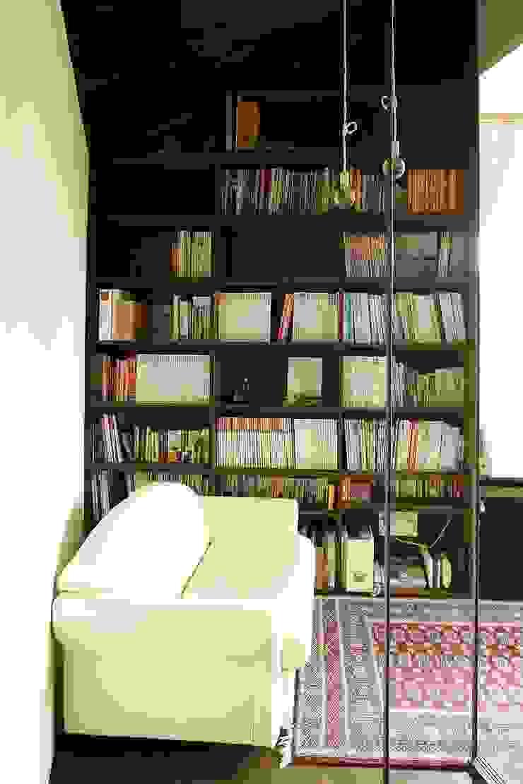 書斎1 モダンデザインの 多目的室 の 石塚和彦アトリエ一級建築士事務所 モダン
