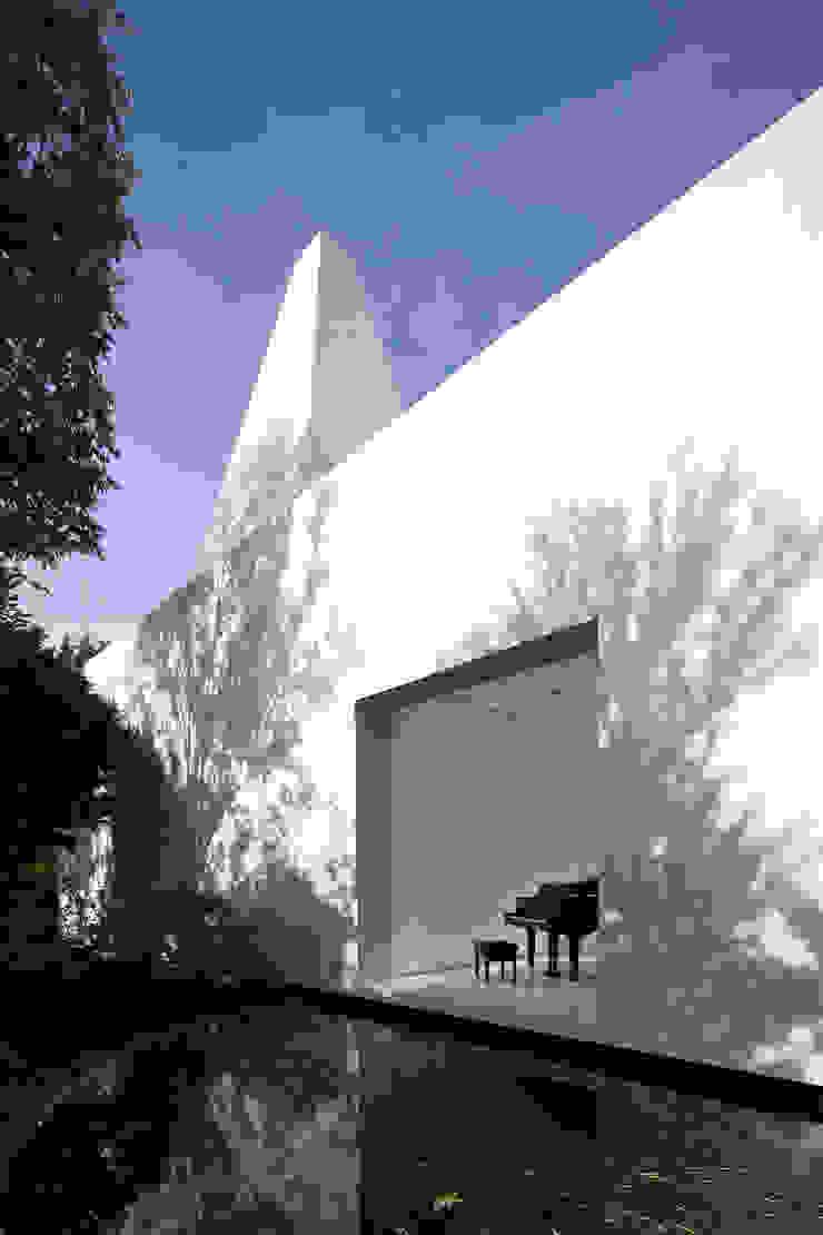Casas modernas de NEED21 ASSOCIATES Moderno