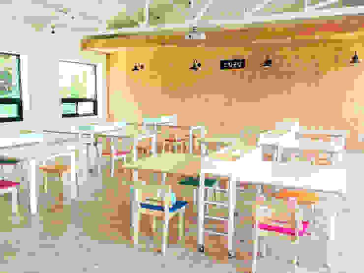새싹꿈터 Saessac Ggumter: studio azellier의  회의실,모던