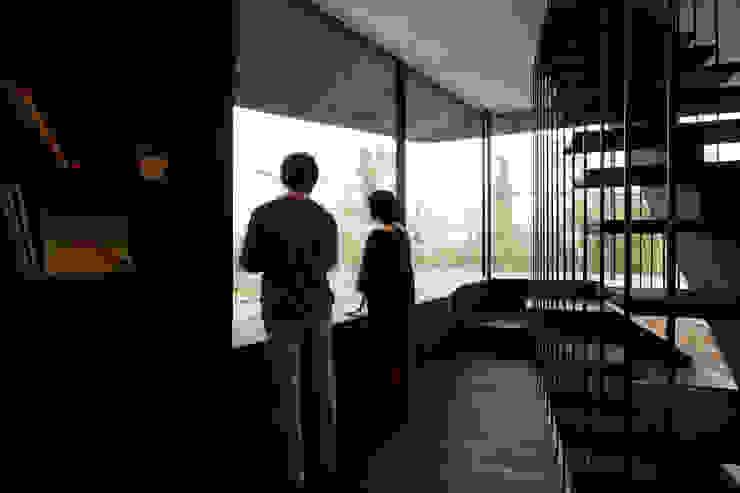 書斎2 モダンスタイルの 玄関&廊下&階段 の 石塚和彦アトリエ一級建築士事務所 モダン