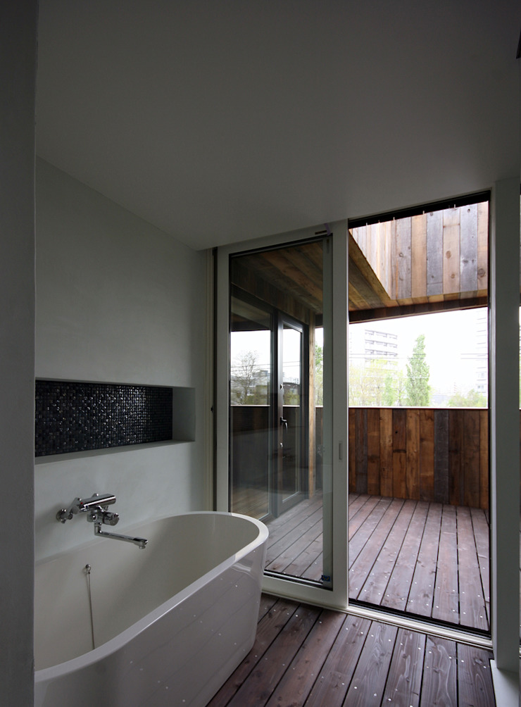 SPROUT モダンスタイルの お風呂 の 石塚和彦アトリエ一級建築士事務所 モダン