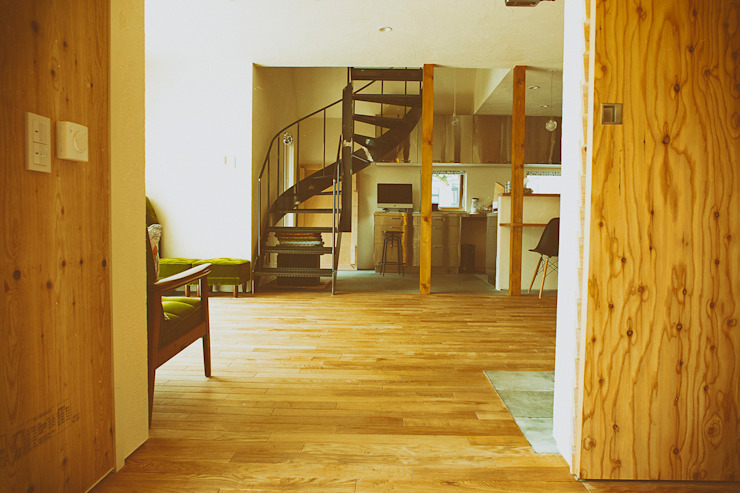 リビングルーム1 モダンデザインの リビング の 石塚和彦アトリエ一級建築士事務所 モダン