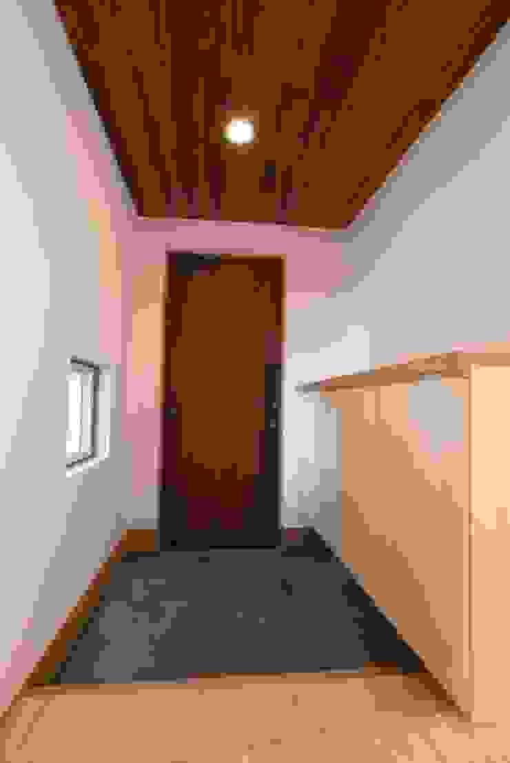 玄関 オリジナルな 窓&ドア の 伊達剛建築設計事務所 オリジナル