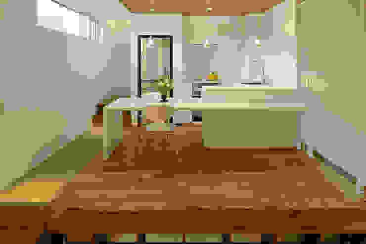 ダイニングルーム・キッチン1 モダンデザインの ダイニング の 石塚和彦アトリエ一級建築士事務所 モダン