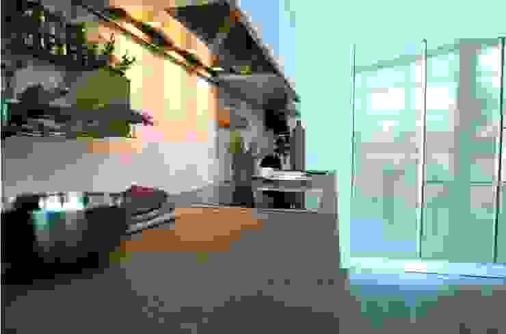 Cocina Blanco Strati 2 de TPC Instalación de cocinas en Parets del Vallès Minimalista