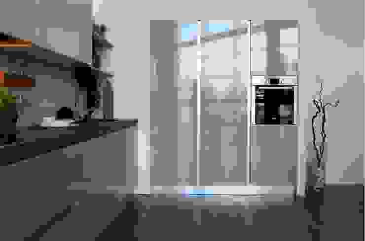 Cocina Blanco Strati 3 de TPC Instalación de cocinas en Parets del Vallès Minimalista