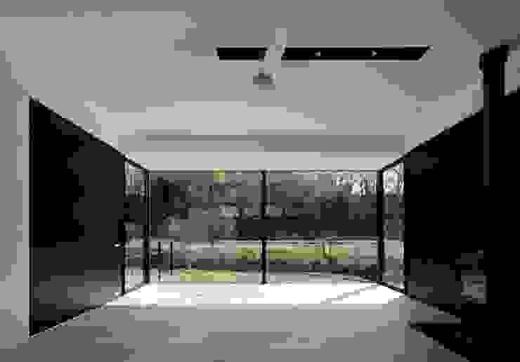 KI house モダンデザインの リビング の Kawamura Architects モダン