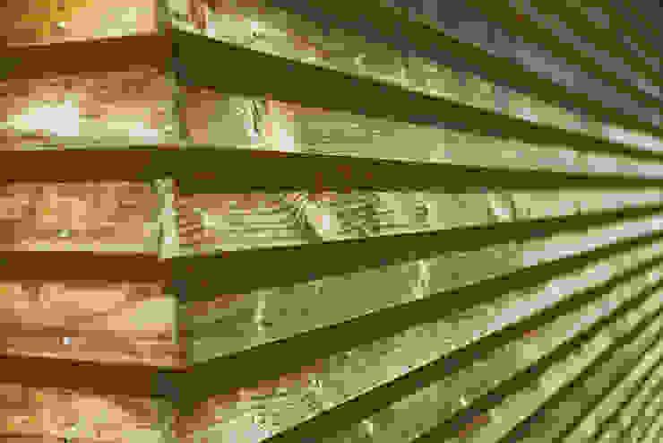 外壁 木貫板下見板貼 モダンな 壁&床 の 石塚和彦アトリエ一級建築士事務所 モダン