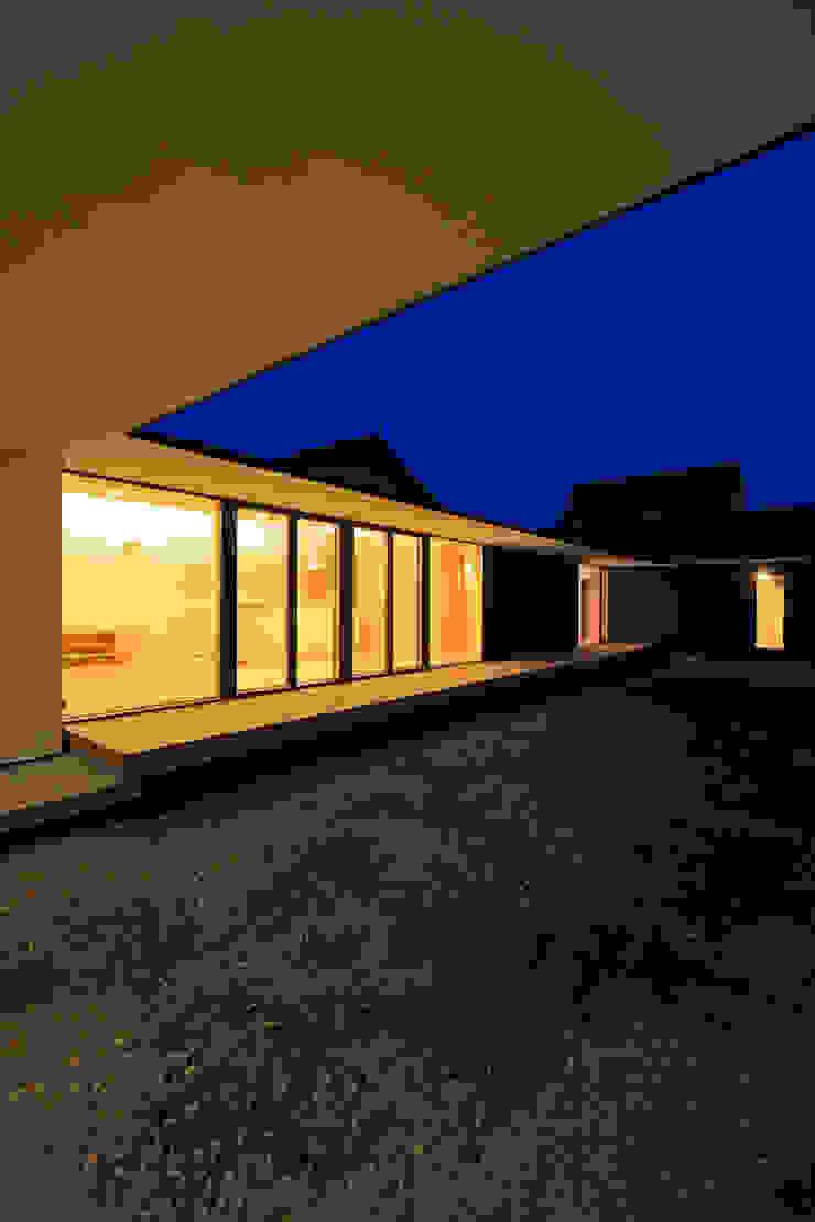 外観夕景1 モダンな 家 の 石塚和彦アトリエ一級建築士事務所 モダン