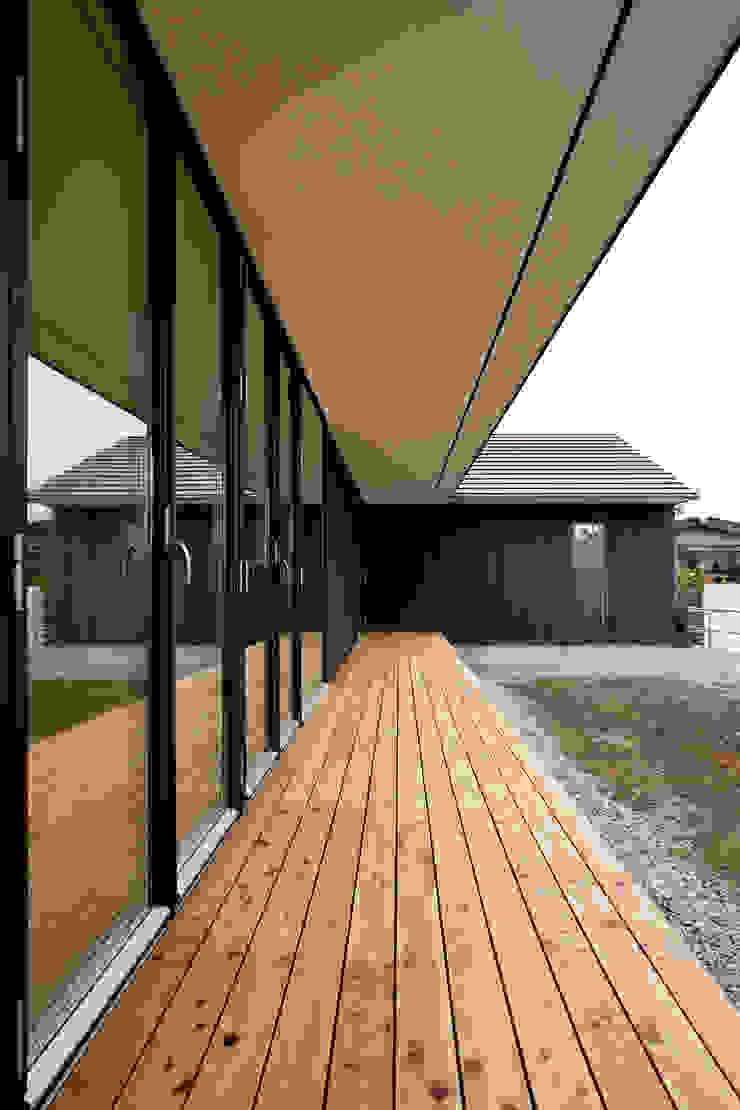 縁側 モダンデザインの テラス の 石塚和彦アトリエ一級建築士事務所 モダン