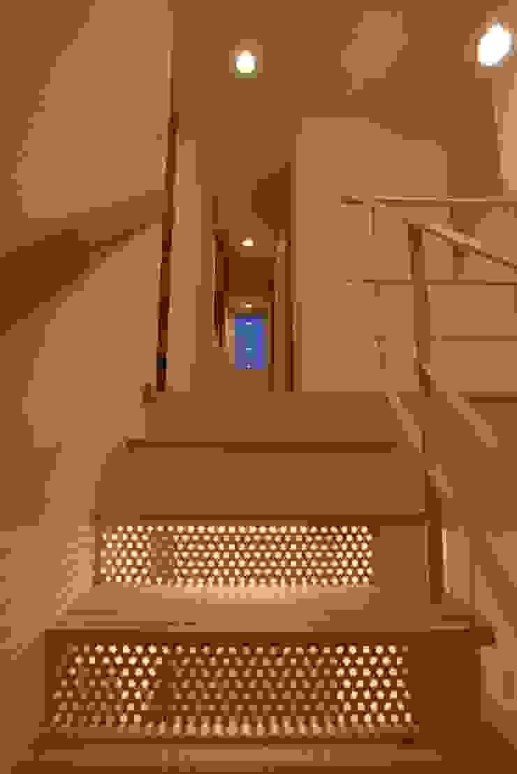階段 オリジナルスタイルの 玄関&廊下&階段 の 伊達剛建築設計事務所 オリジナル