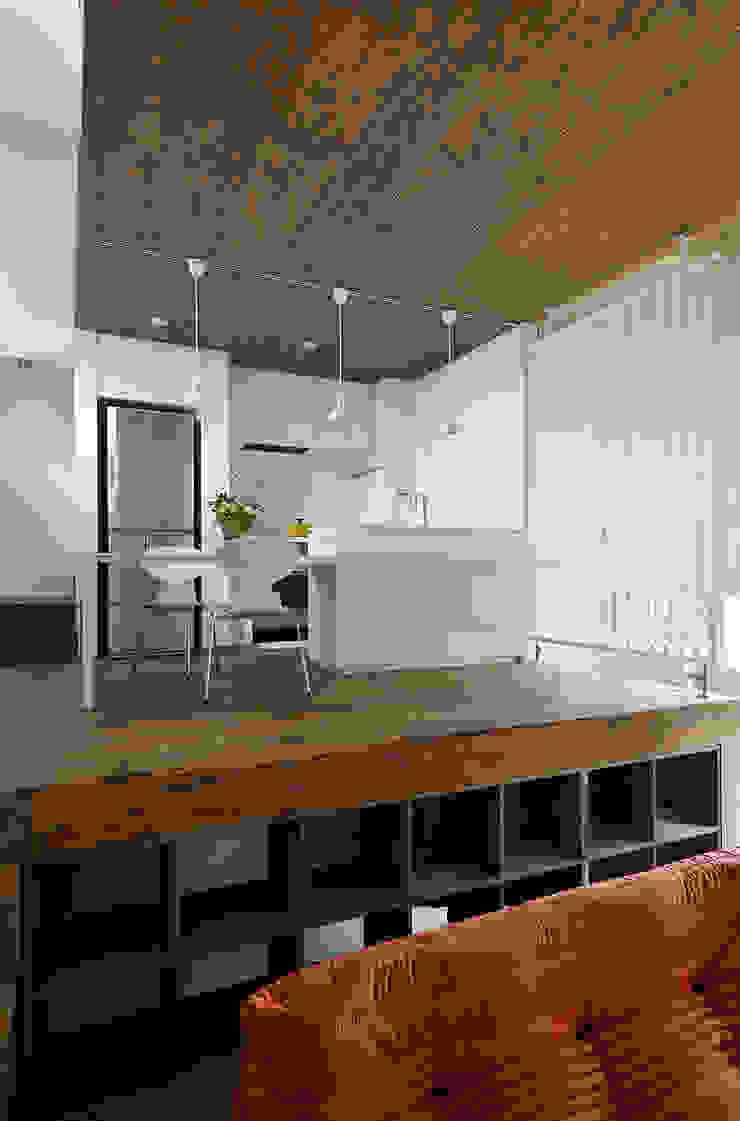 ダイニングルーム・キッチン2 モダンデザインの ダイニング の 石塚和彦アトリエ一級建築士事務所 モダン