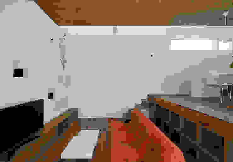 リビングルーム2 モダンデザインの リビング の 石塚和彦アトリエ一級建築士事務所 モダン