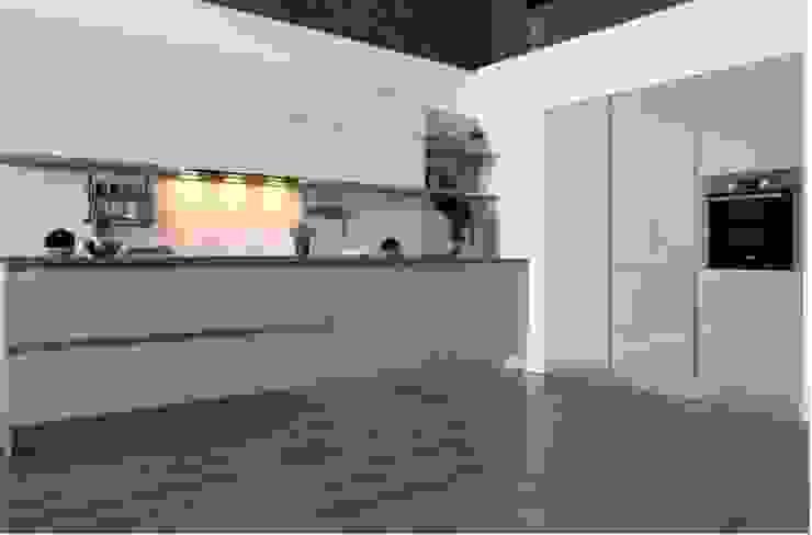 Cocina Blanco Strati 1 de TPC Instalación de cocinas en Parets del Vallès Minimalista