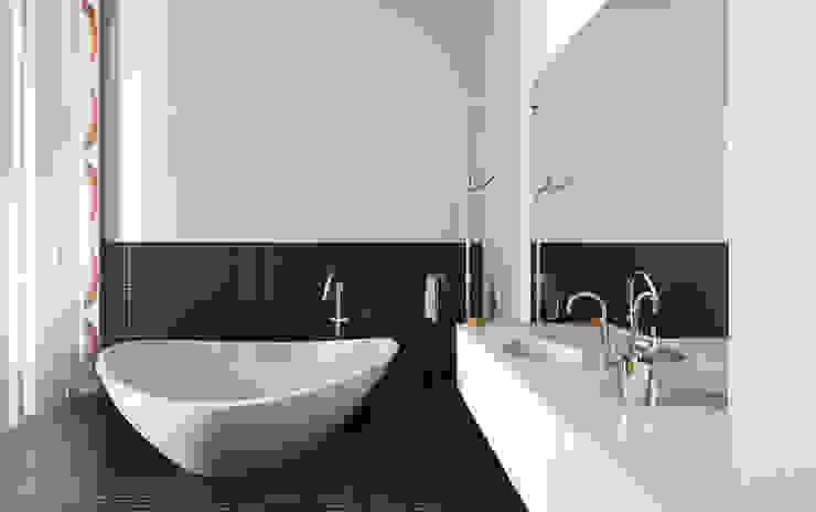 99m² fashion vintage Salle de bain moderne par New Home Agency Moderne