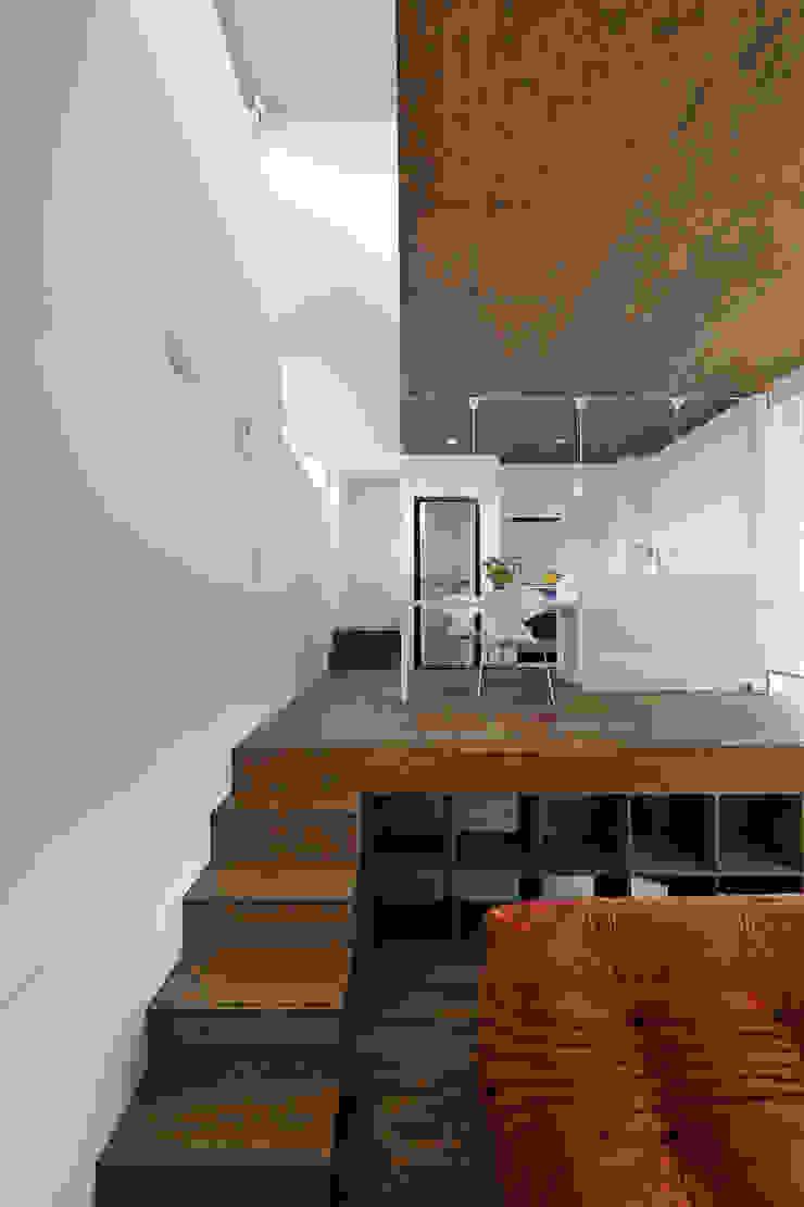 ダイニングルーム・キッチン3 モダンデザインの ダイニング の 石塚和彦アトリエ一級建築士事務所 モダン