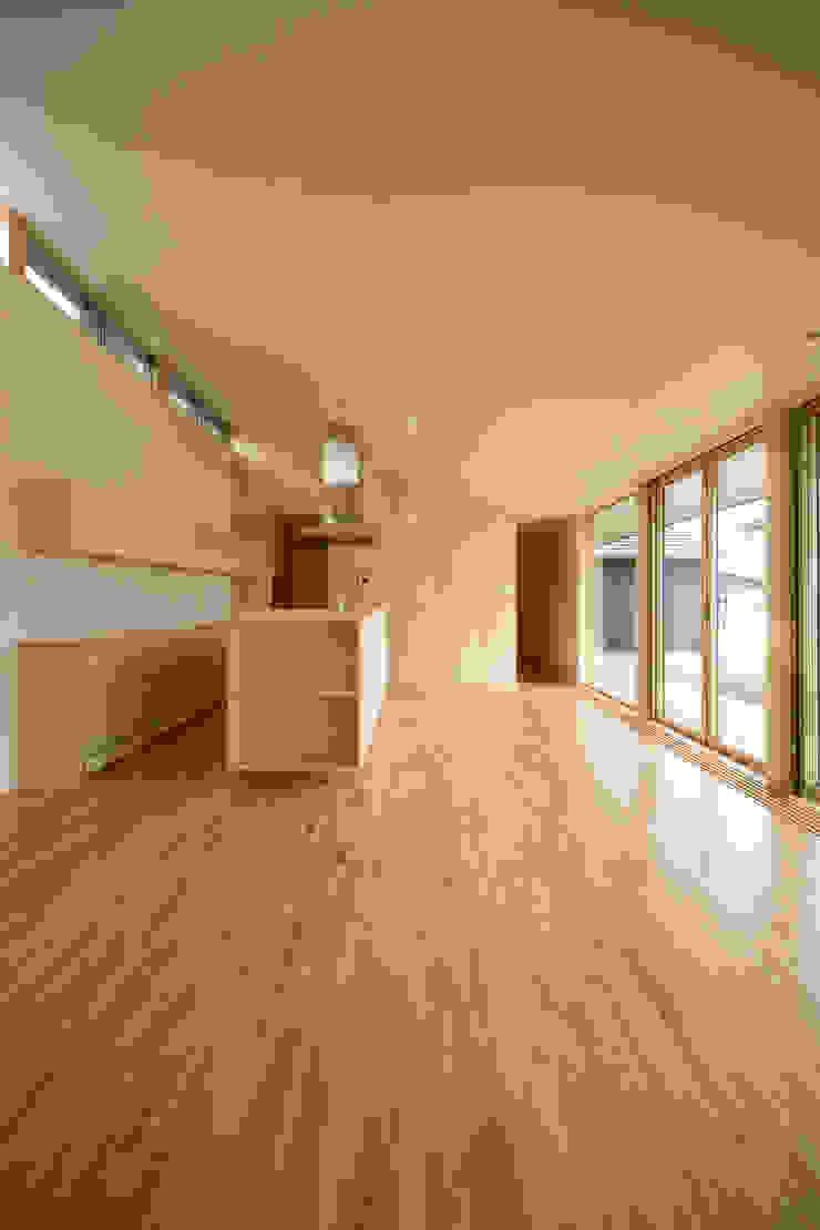 リビング・ダイニング・キッチン モダンデザインの リビング の 石塚和彦アトリエ一級建築士事務所 モダン