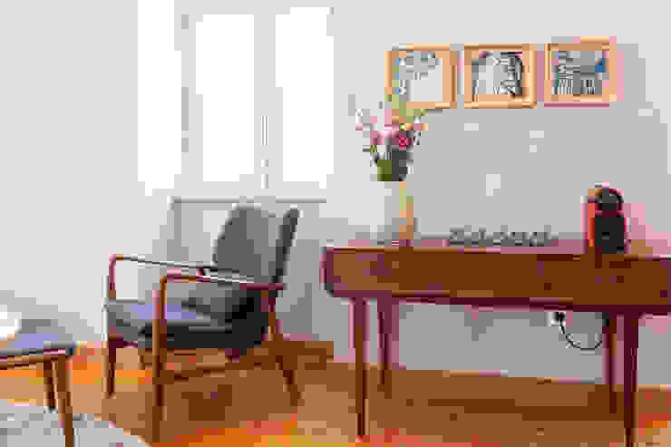 Living Room - details por Staging Factory Clássico
