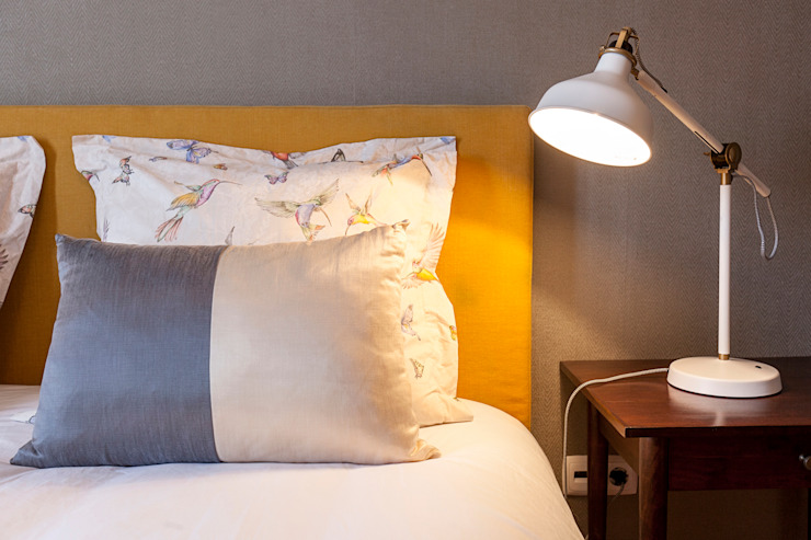 Double bedroom por Staging Factory Clássico