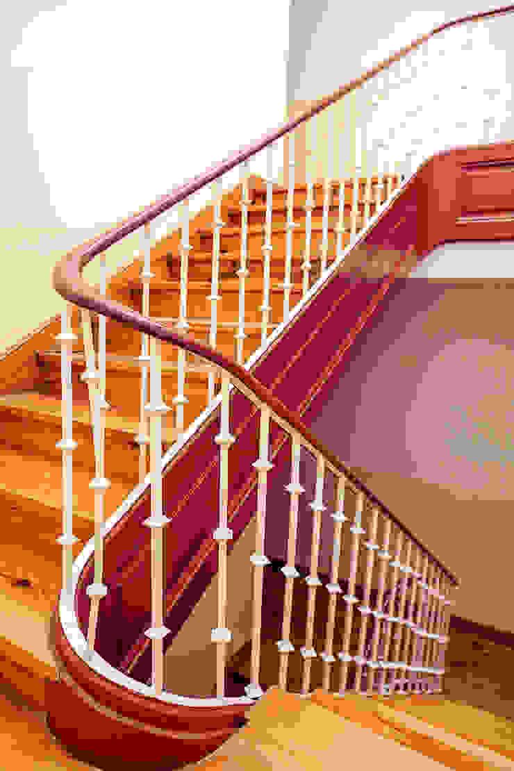 Stairs Corredores, halls e escadas rústicos por Staging Factory Rústico