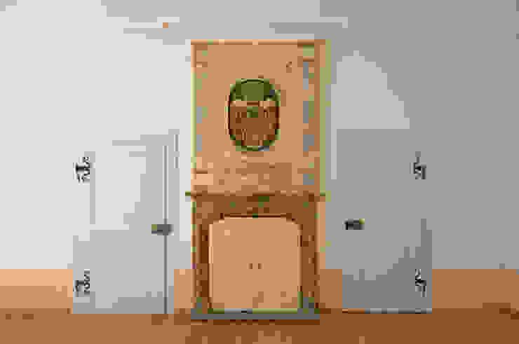 restaurierter Kamin im Bürgermeisterzimmer Seidel+Architekten WohnzimmerKamin und Zubehör