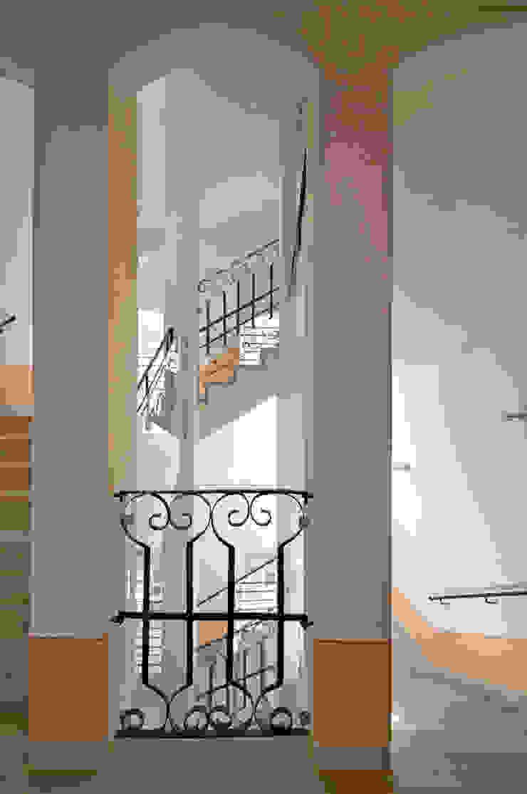 Treppenhaus nach historischem Vorbild Seidel+Architekten Klassischer Flur, Diele & Treppenhaus